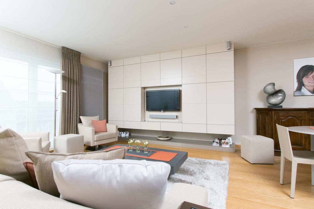 tv wand in gelakt mdf restyling badkamer bart interieur