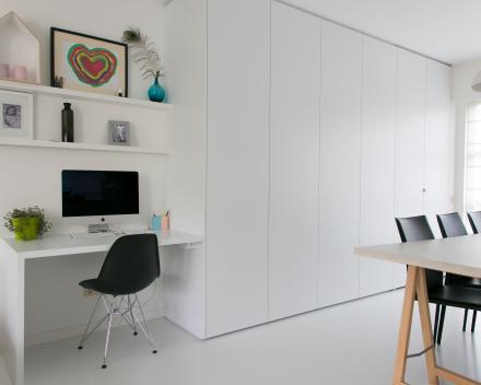 bureau aan livingkast