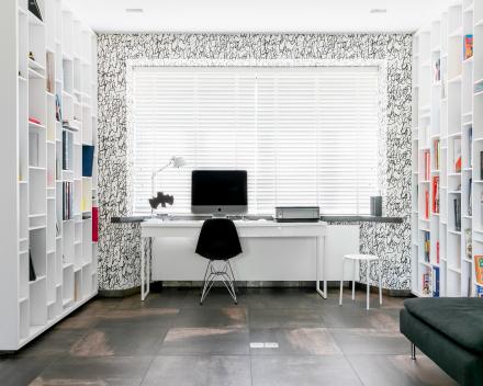 bureel met boekenkast
